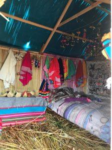 woning van het hoofd van Uros eiland in het Titicaca meer